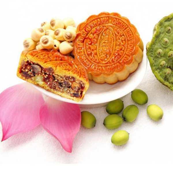 Bánh trung thu và hoa sen